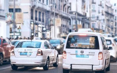¿Por qué los taxis llevan matrículas azules?
